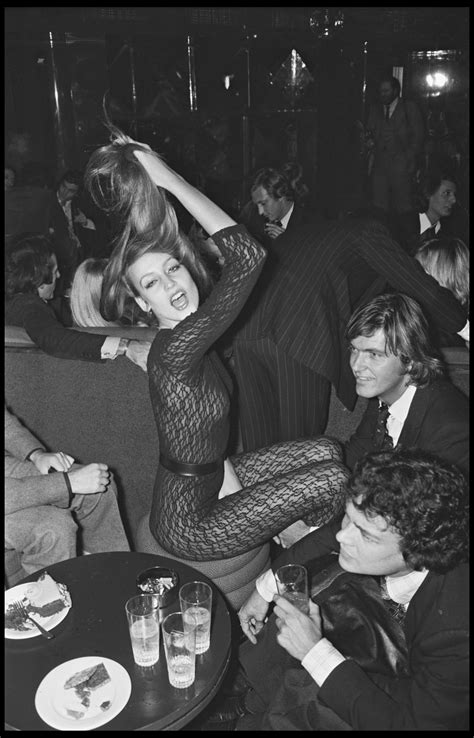 10 Amazing Pictures of Jerry Hall Hanging Out With Cool