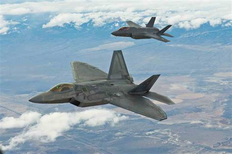 Differences Between F-22 and F-35 - Military Machine