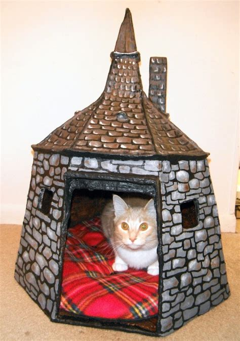 diy hand-painted hagrid's hut for cats | Things I like