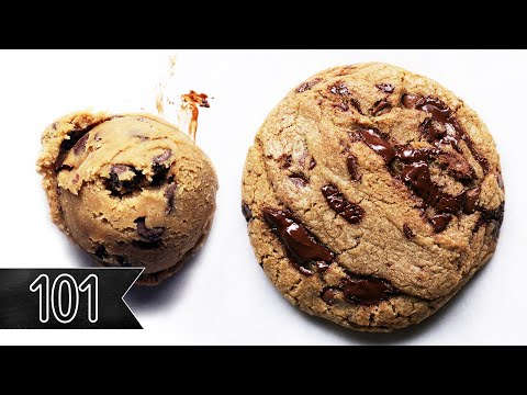 Thin And Crispy Chocolate Chip Cookies | The Curvy Carrot